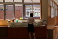 手洗い少女.JPG